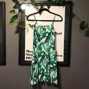 🌴Old Navy Palm leaf print mini dress🌱